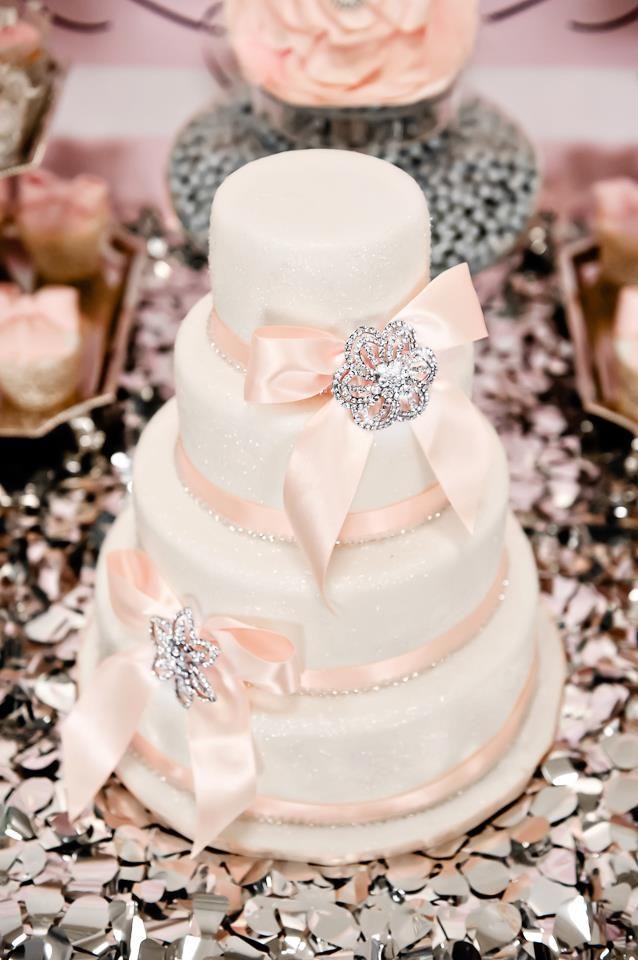 Brooch cake details.