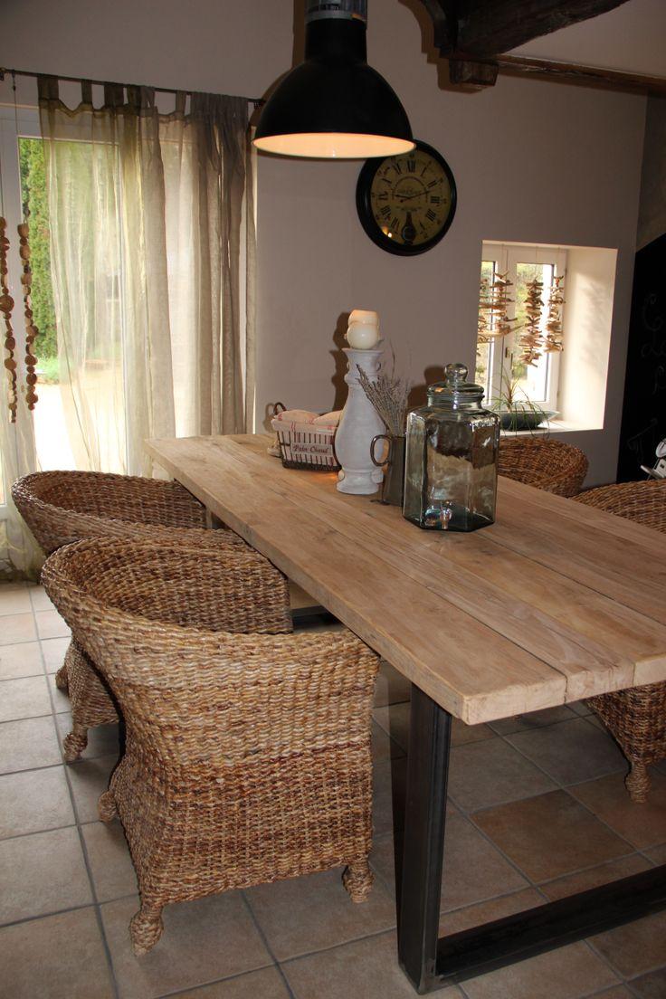 Table bois et métal pour salle à manger style campagne chic, atelier ou industriel ... Possibilité de sur-mesure sur wwwducotedelatelier.fr