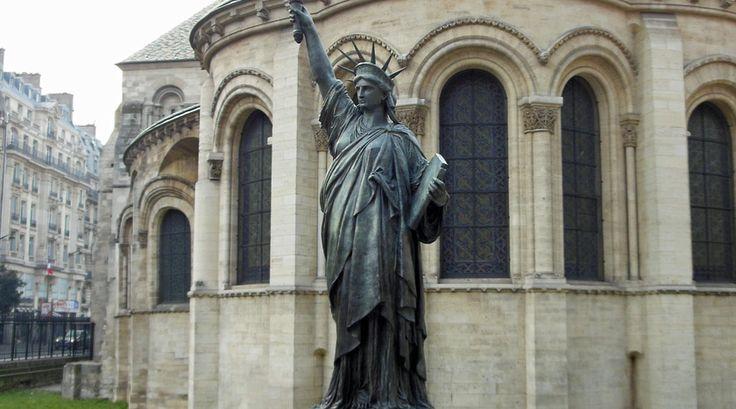 Een miniatuurversie van het Vrijheidsbeeld bij het Musée des Arts et Metiers - Bekijk meer foto's op www.reiskrantreporter.nl/reports/3192