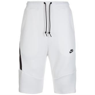 De Nike Tech Fleece heren korte broeken zijn comfortabele sportieve shorts gemaakt van zacht, isolerend materiaal. De korte broek heeft een steekzak op de linker broekspijp en een grote naadloze zak met rits op de rechter broekspijp die een veelzijdige opbergruimte biedt. Een elastische stretch tailleband met een trekkoord aan de buitenzijde zorgt voor een aanpasbare pasvorm.