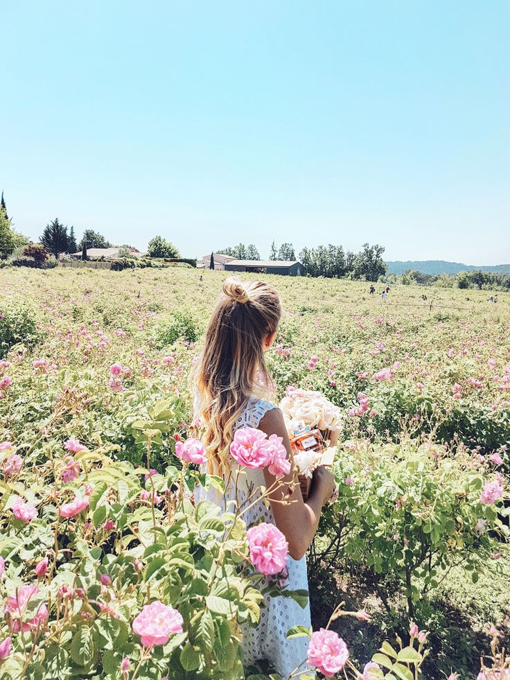Flower power in the rose fields Grasse   Cote d'Azur, France: http://www.ohhcouture.com/2017/06/miss-dior-for-love-cote-dazur-2/ #leoniehanne #ohhcouture
