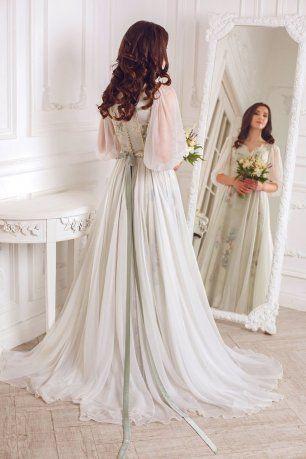 Платье невесты с широкими рукавами