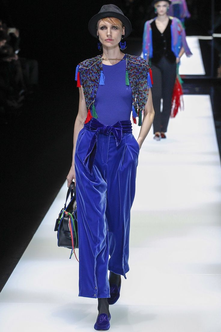 Giorgio Armani Fall 2017 Ready-to-Wear Fashion Show - Agnese Zogla