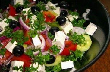 Греческий салат - с фетаксой или брынзой, пошаговые рецепты. Приготовление греческого салата, фото и видео