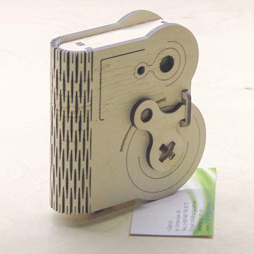 Дерев'яна коробка з поворотним замком