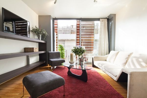 Barcelona, Spain Vacation Rental, 3 bed, 2 bath with WIFI. Thousands of photos and unbiased customer reviews, Enjoy a great Barcelona apartment rental perfect for your next holiday. Book online!