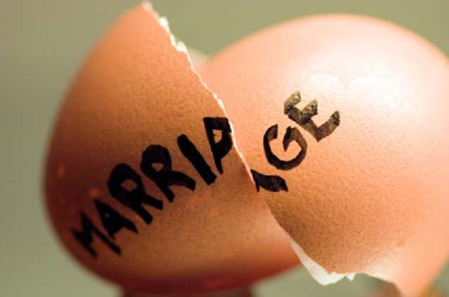 An Aba-la-Ohazu Customary Court in Aba South Local Government Area of Abia has dissolved the marriage between one Juliet Igwe and her husband, Chibuzo, over abandonment and irreconcilable differences. Wedding rings worn during marriage Juliet,
