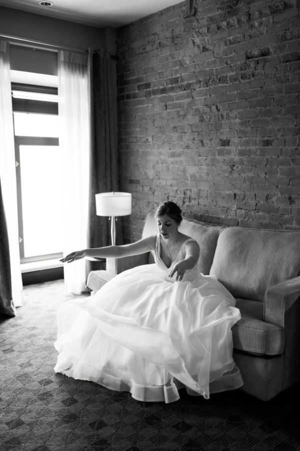 Montreal wedding photographer, Bride getting ready, wedding dress, black and white picture, photographe mariage, robe de mariée