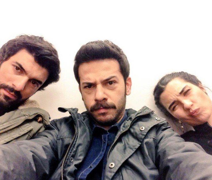 Engin Akyürek , Ahmet Tansu Taşanlar & Tuba Büyüküstün - Kara Para Aşk set selfie