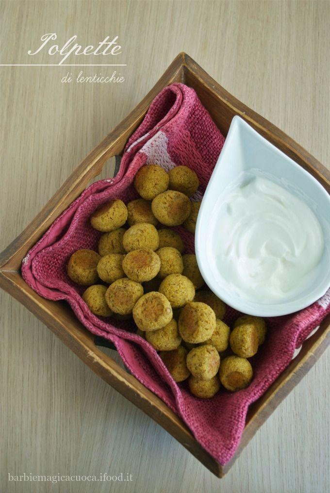 Le polpette di lenticchie alla curcuma sono un finger food sano, light e vegan. Croccanti fuori e morbide dentro, si preparano in pochi minuti e vengono cotteal forno senza panatura,