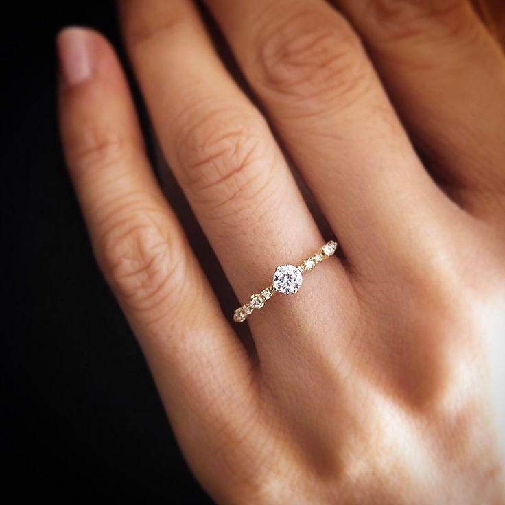 R098 – Diamant mit seitlichem Girlandenring