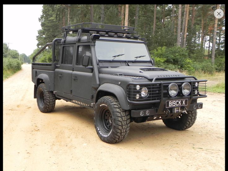 Would like to change my green Defender 110 in a blackline version with a new roof rack. Will be a project for next year !!!! Check the green Defender in this board !  www.blackline-sv.co.uk