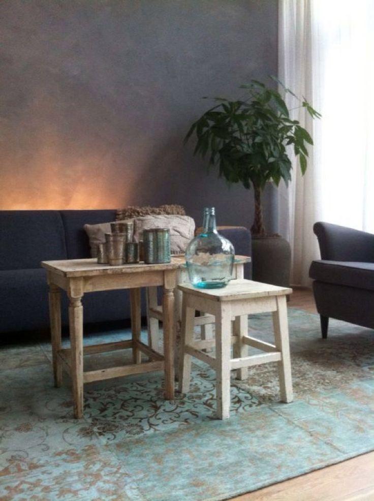 Interieuradvies www.molitli.nl grijs marmer stuc, mooi met het licht blauwe kleed.