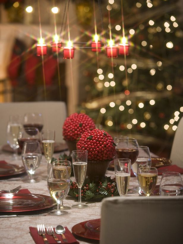 Holiday Tablescape Emits Aura of Subdued Class