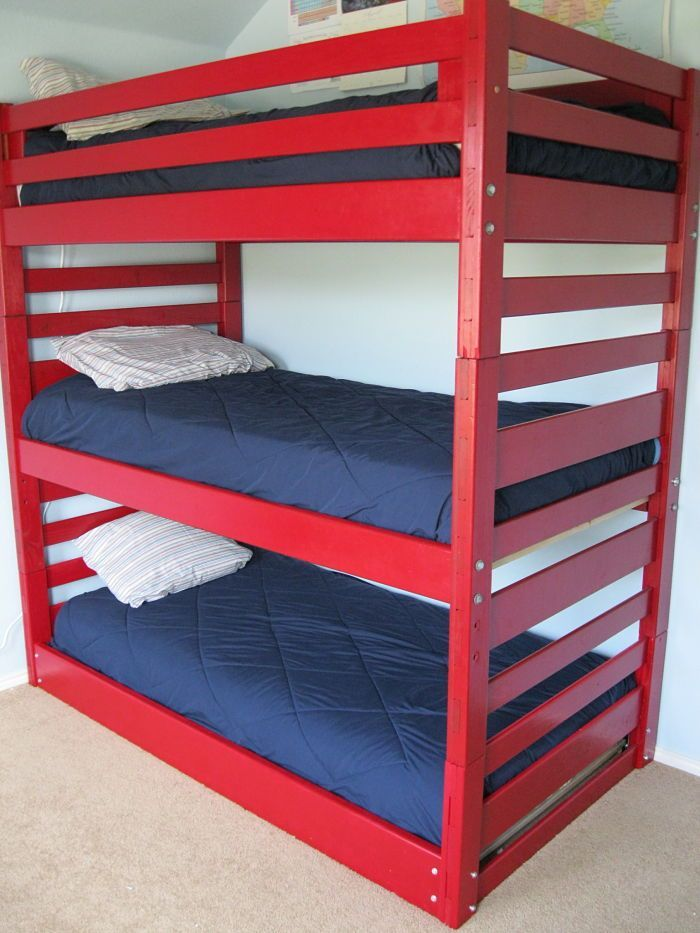 triple bunk beds our space saving solution quad lits superpos s trois couchages et hacks. Black Bedroom Furniture Sets. Home Design Ideas