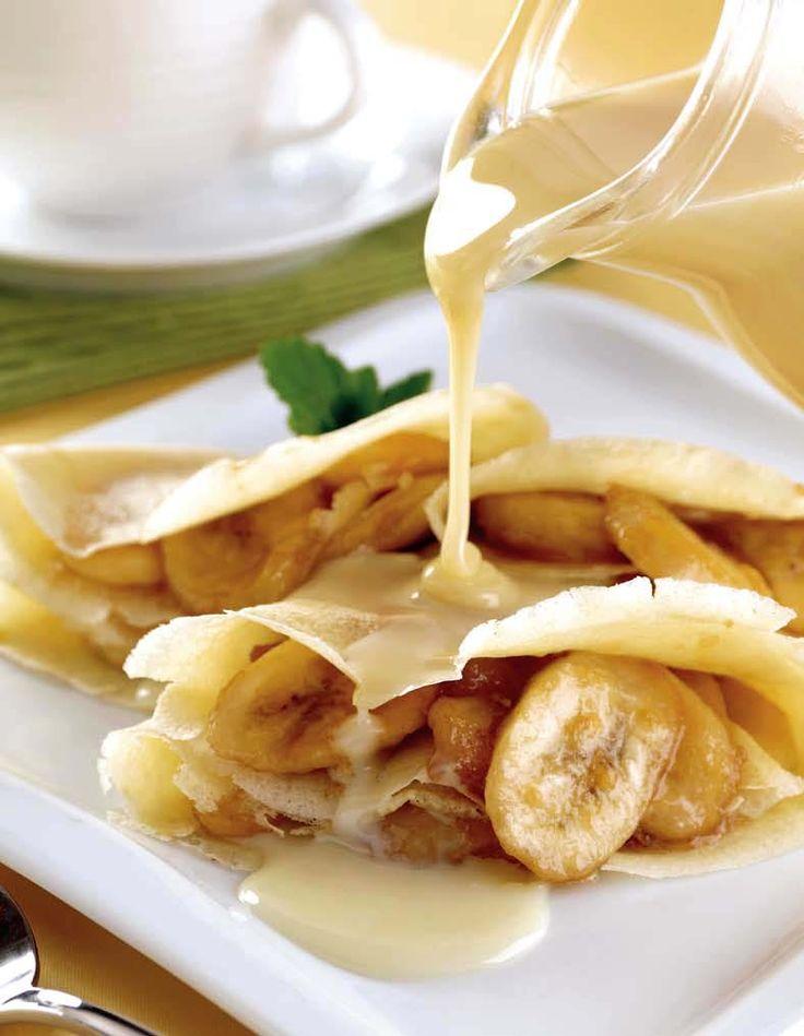 Crepes de plátano Ingredientes CREPAS 1 taza de harina 1 cucharada de azúcar 1/4 de cucharadita de polvo para hornear 3/4 de taza de leche 1 huevo 1 cucharada de mantequilla derretida RELLENO 6 cucharadas de mantequilla 6 plátanos rebanados 1/2 taza de azúcar 1 lata de leche condensada