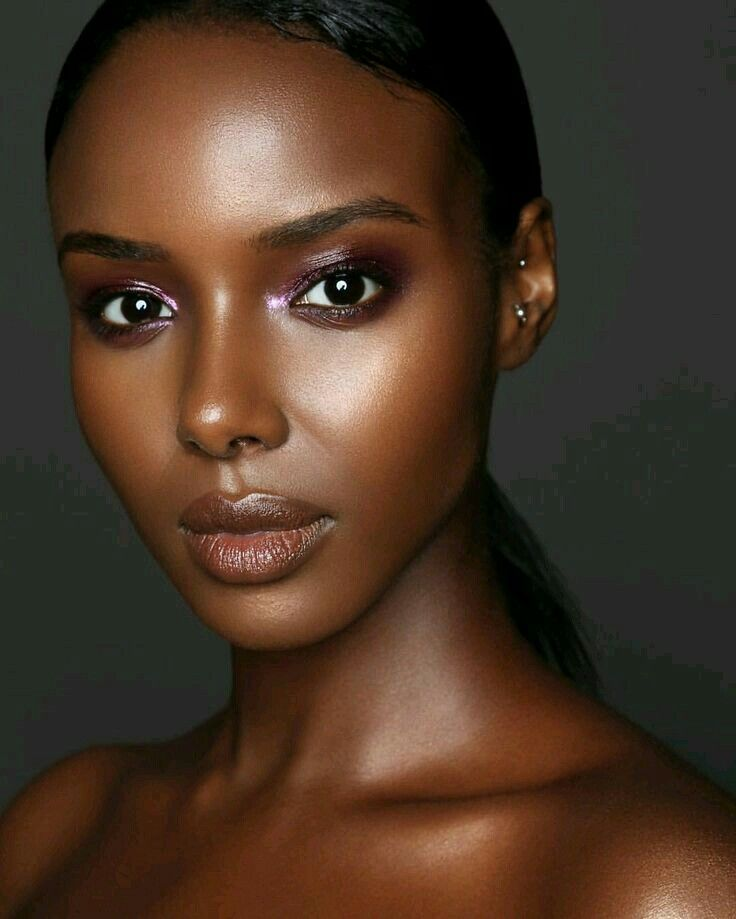 Atemberaubende schwarze Frauenfotografie