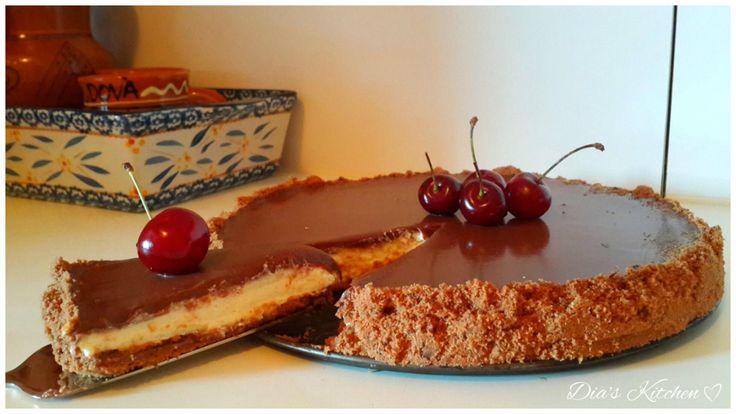 Știați că rețeta de pregătire a cheesecake-ului provine din Grecia Antică? Cheesecake-urile pot fi atît coapte, cît și fără coacere. Fiindcă e vară și caniculă, am ales să fac varianta fără coacere…