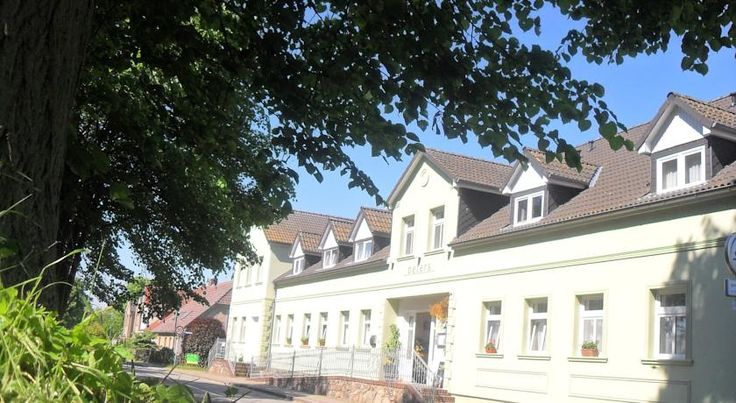 Landhotel Peters Canow Set in Canow in the township of Wustrow, amid the Mecklenburg Lake District, this hotel boasts lake views and peaceful surroundings.
