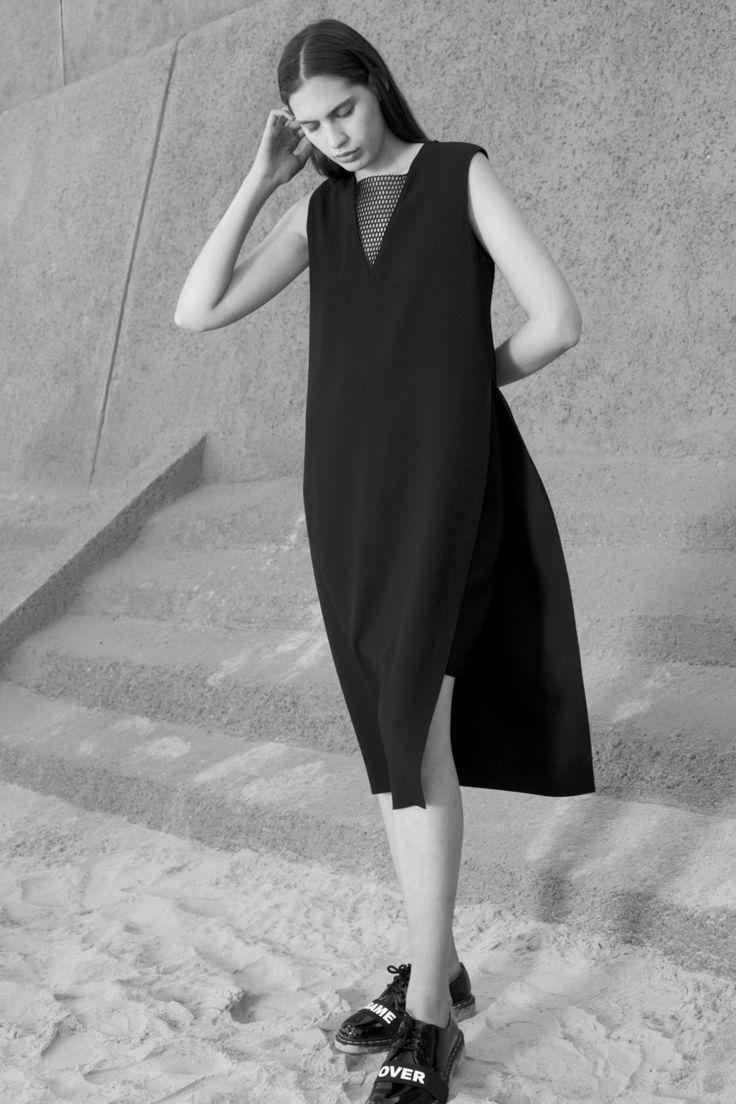 Minimal Black Dress - chic minimalist style // Hannah AW16