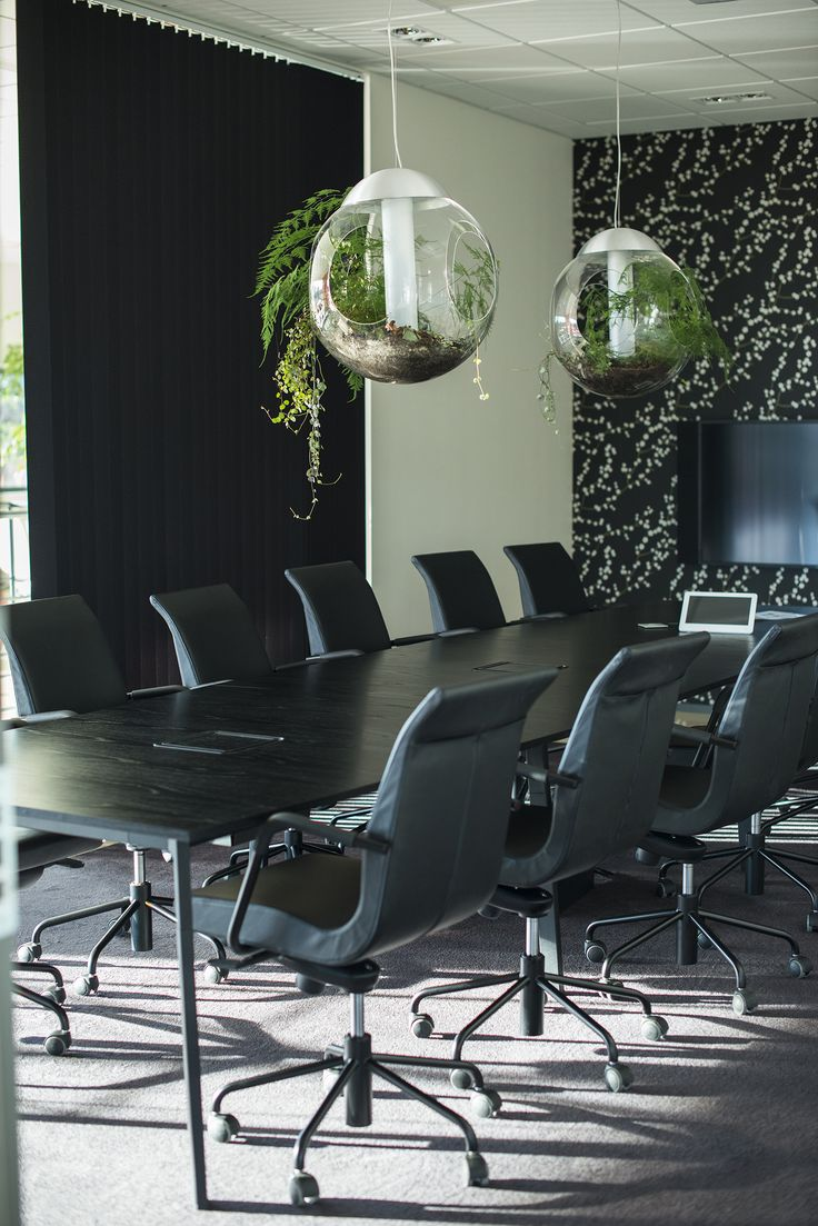 Partner conference chair, design: Jacob Zeilon | Angle conference table, design: Thomas Bernstrand & Lars Pettersson