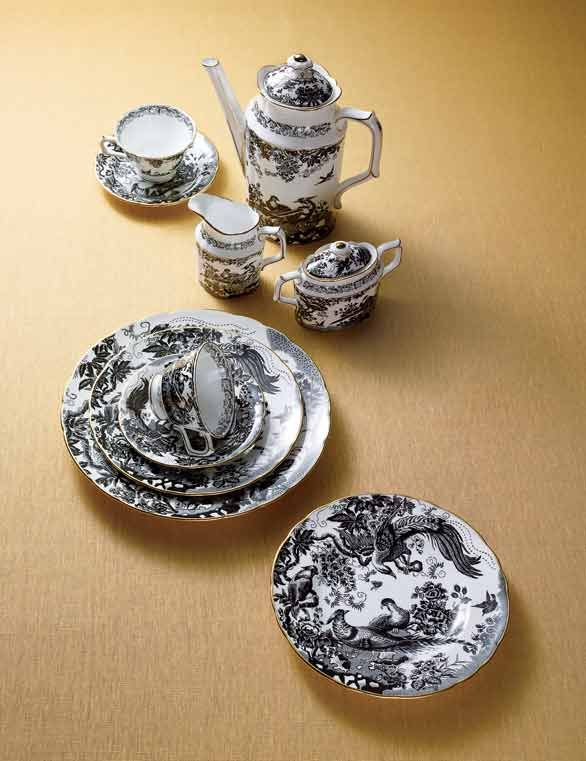 someday in my big china cabinet.black aves gold dinnerware by royal crown derby & 25 best Black toile...my favorite images on Pinterest   Canvas ...