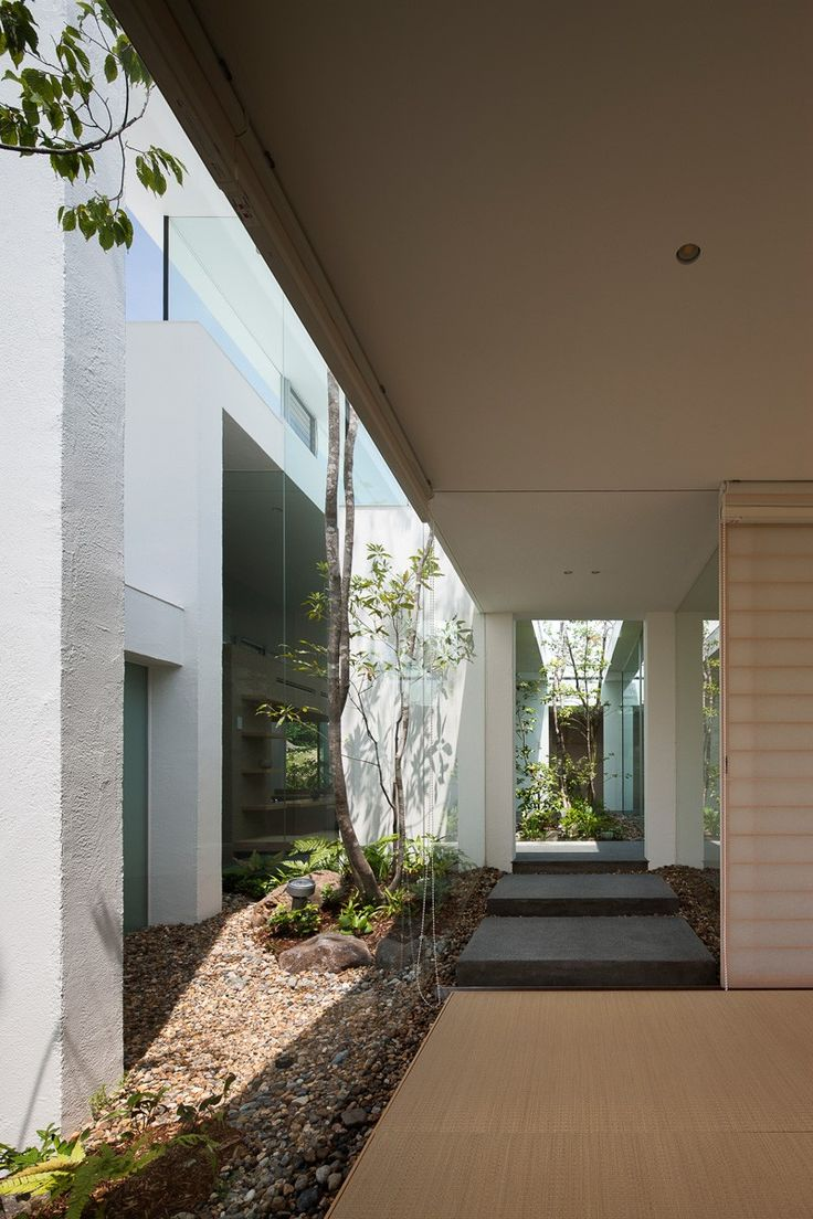 Minimalist House // A Modern Interior That Brings The Outside In At The  Cosmic House