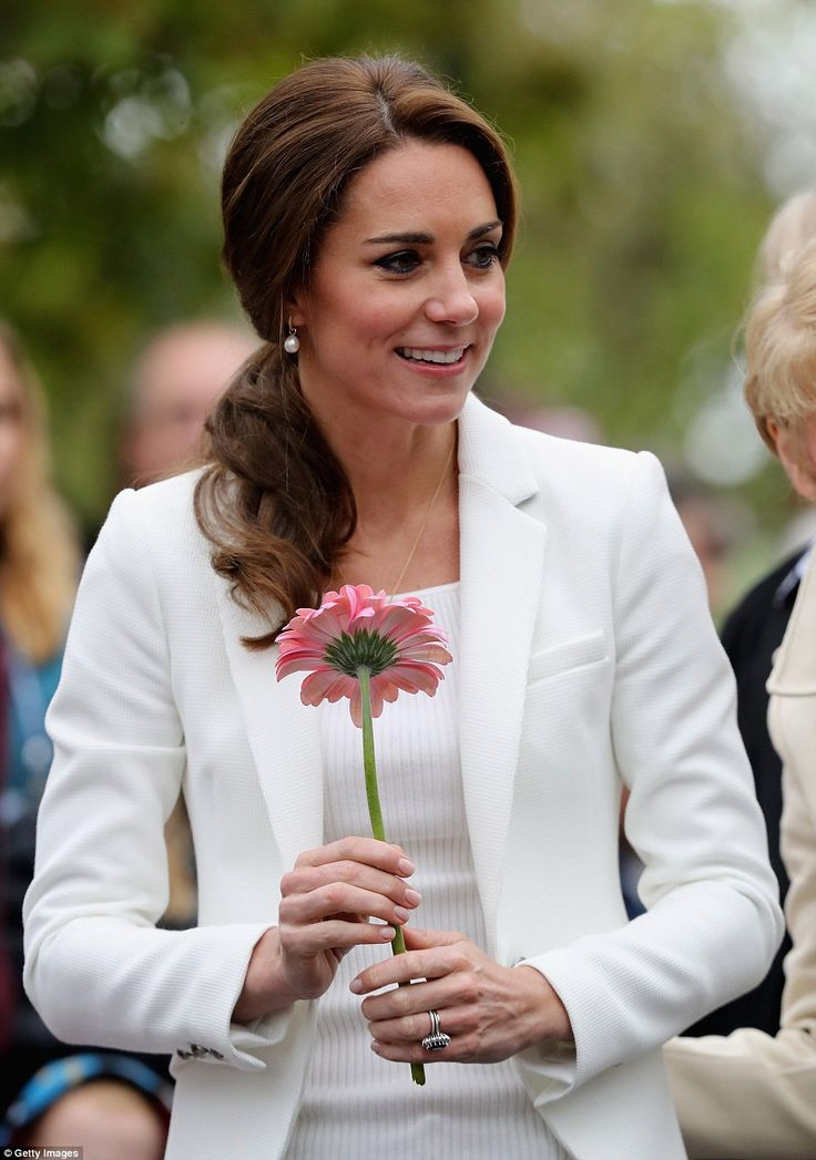 Kate was a picture of beauty and elegance in her crisp white Zara blazer paired with a matching top, pearl earrings and simple jewellery