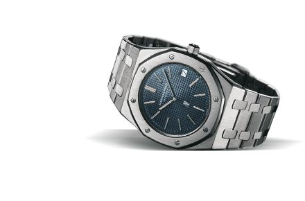 Audemars Piguet Royal OAK 41MM   Selfwinding watch with date display and centre seconds. Stainless steel case, blue dial and stainless steel bracelet