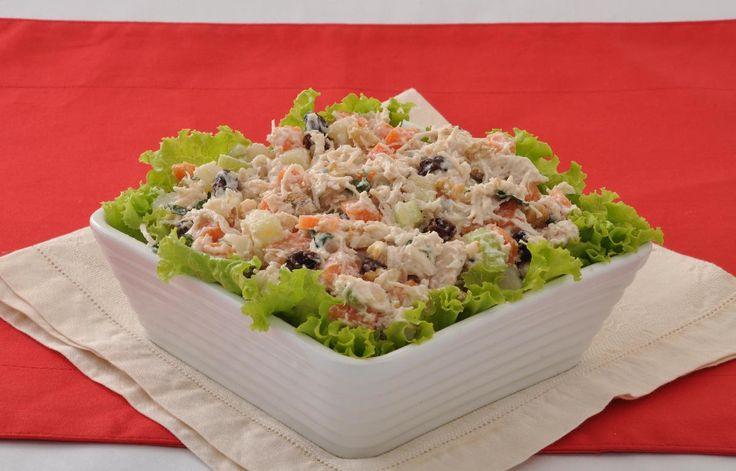 Tempo: 30min (+1h de geladeira) Rendimento: 8 Dificuldade: fácil Ingredientes: 2 batatas em cubos 1 cenoura em cubos 1 talo de salsão picado 3 xícaras (chá