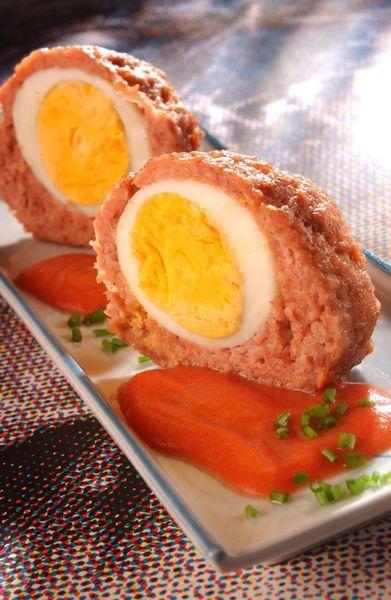 Een overheerlijke vogelnestjes in tomatensaus en aardappelpuree, die maak je met dit recept. Smakelijk!
