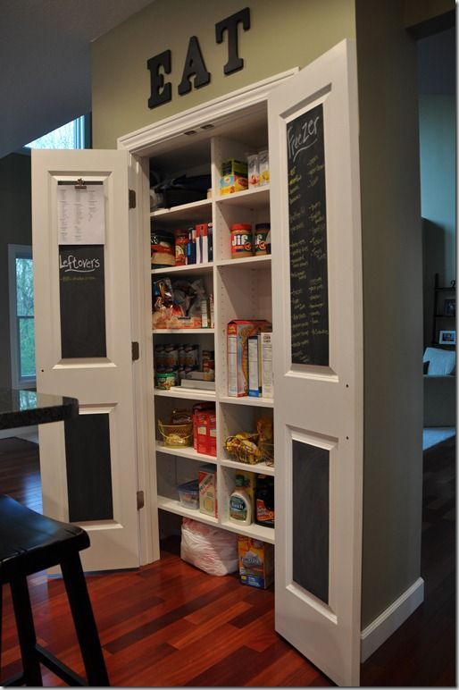 Great pantry organization tips! Chalkboard on inside of pantry doors for lists of needed items or when you use the last one!