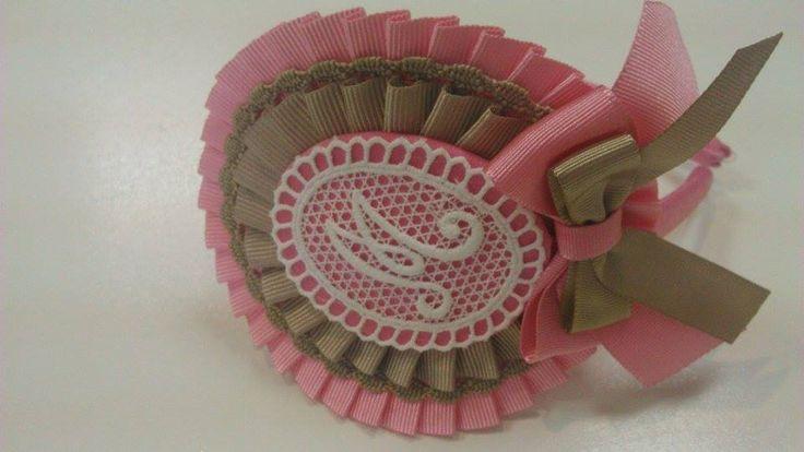 Tocado rosa y camel letra,www.lazosiris.com