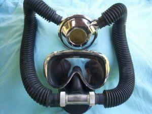 Ancien détendeur de plongée professionnel modèle Royal Mistral n°11504
