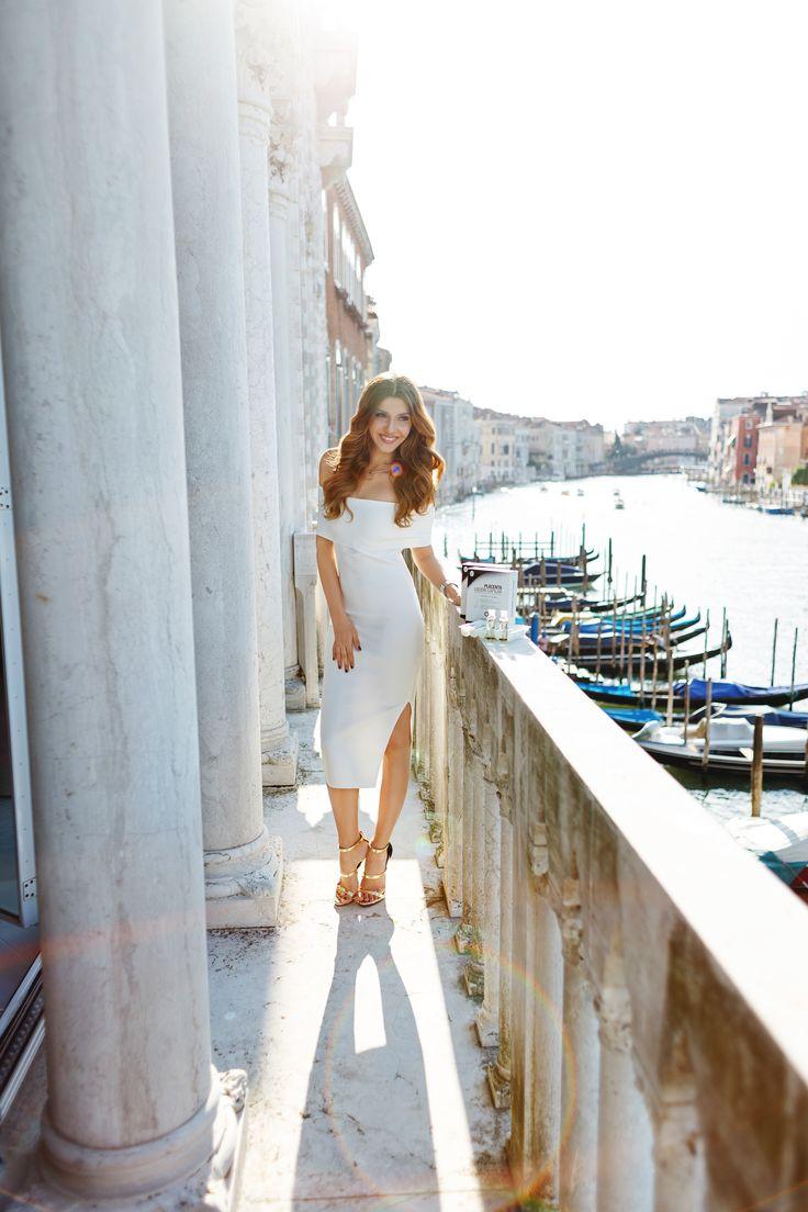 Venetian balcony story in my fave midi white dress today on my blog: http://themysteriousgirl.ro/2016/08/venetian-balcony/