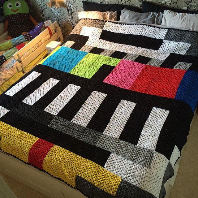 TV Test card pixel crochet blanket by pysselpysselpyssel