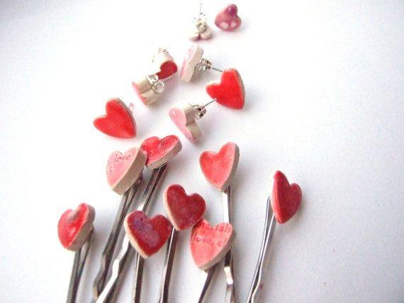 Herz Ohrstecker, Valentinstag Geschenk, 2 süße rote oder rosafarbene glasierte keramische Haarnadeln