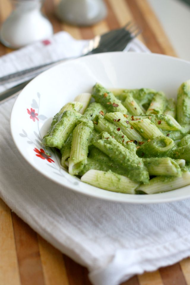 Creamy Spinach Walnut Pesto Sauce. - The Pretty Bee