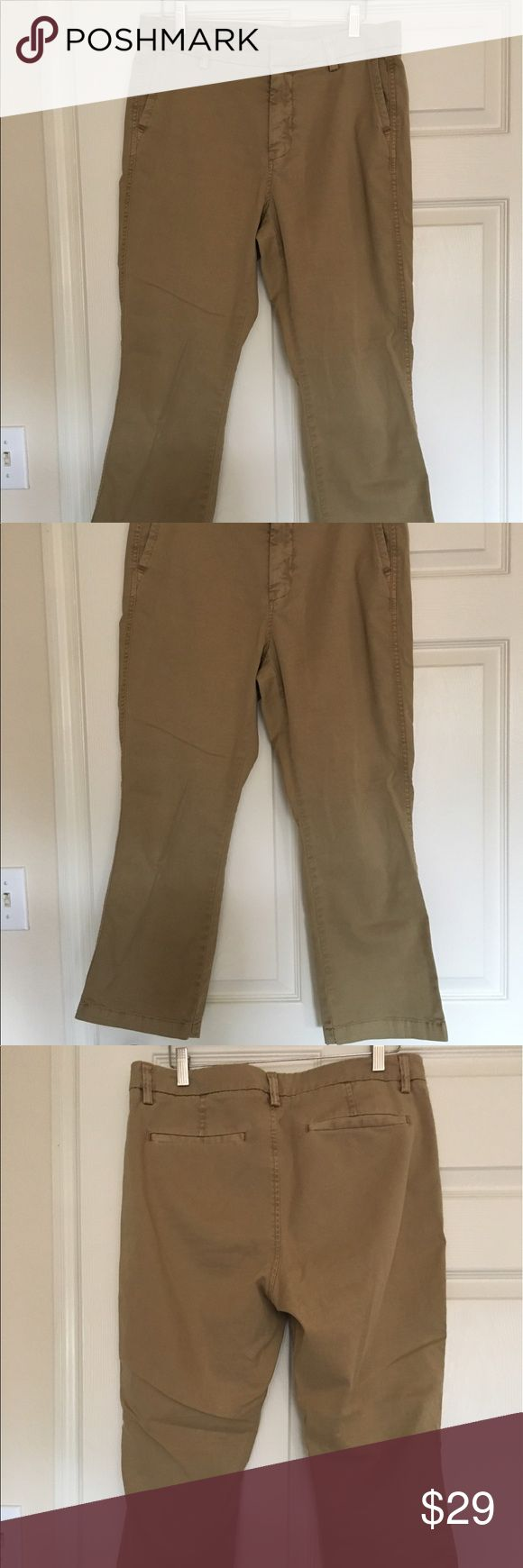 JCrew British Khaki Sammie Pant JCrew item #f4323. From fall 2016 at retail store (not Factory store). These are so comfortable, but don't fit me anymore and I only wore them once. Sits just above hip. Has stretch. Fitted through hip and thigh with cropped, kicked out leg. Machine wash. Cotton/elastane. Garment-dyed. J. Crew Pants Ankle & Cropped