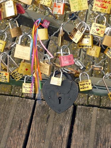 Coeur-cadenas-pont-des-arts-paris