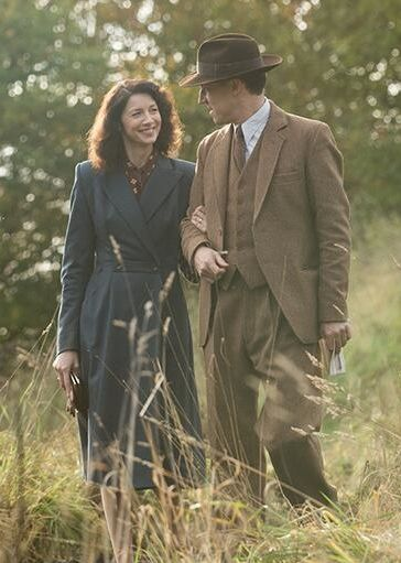 Claire (Caitriona Balfe) and Frank (Tobias Menzies) take a stroll | Outlander Starz