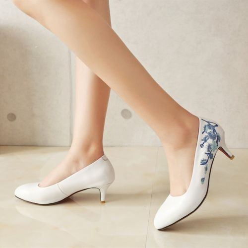 Womens-Blue-And-White-Embroidered-Kitten-Heels-Pointy-Toe-Pumps-Slip-Court-Shoes