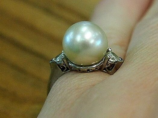 Jewellery-Rings-Designer-18 carat white gold, Tahitian cream pearl and heart shaped diamonds