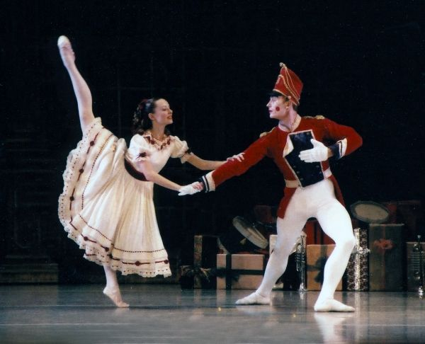 an analysis of the nutcracker performance The nutcracker ballet is one of tchaikovsky's most enchanting works the  magical music evokes a nostalgic christmas atmosphere.