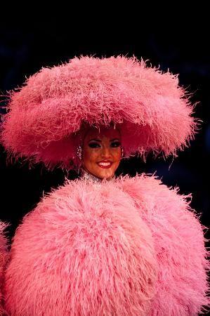 Le Lido : Lido de Paris - fille en rose