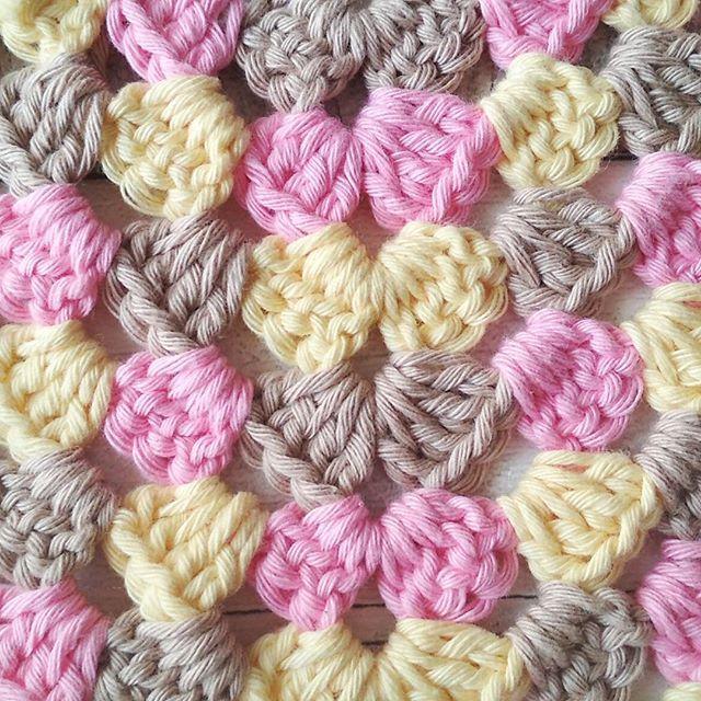 Tardes de domingo productivas #crocheteandoconangie  #handmade  #crocheting #crocheter #crocheted #artoftheday #hechoamano #crocheteveryday #crochetadict  #ganchillo #ganchillocreativo #craft #crafty #granny #hazlotumismo #doityourself #tejer #tejido #diy #yarn#crochetlife #craftersforinstagram #crafter #art #igers  #woolandthegang #shareyourknits #crochetlove #boho #knit