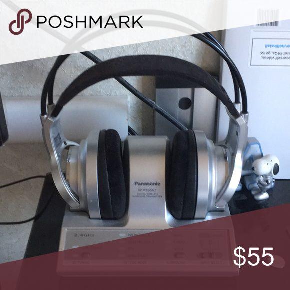 Panasonic digital wireless headphone for tV Digital wireless headphone PANASONIC  good working condition Seldom use. Other