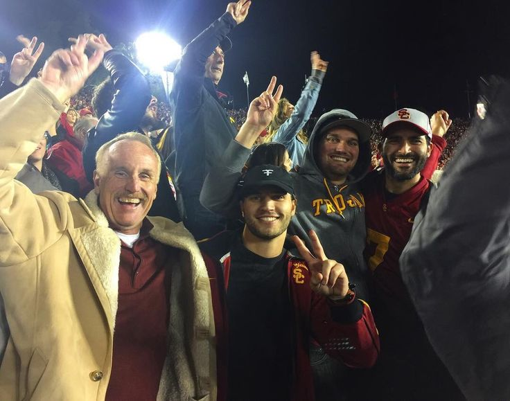 #TylerHoechlin with Tanner and ScottyFelix on Instagram for the #RoseBowl