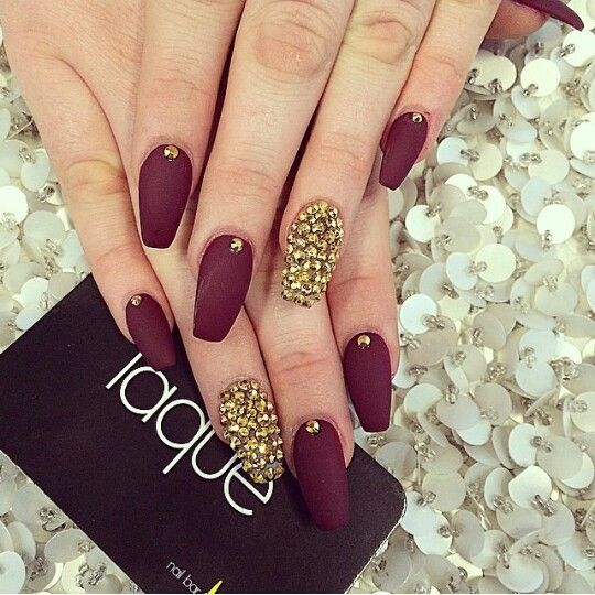 Gold burgendy matte nails