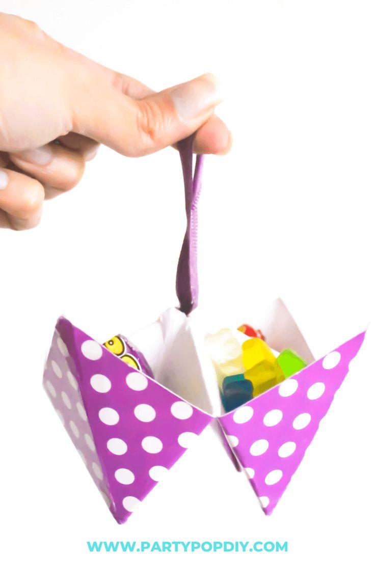 Dulcero de papel #dulcero #sorpresas Baby Shower, Plastic Cutting Board, Diy, Cakes, Paper Garlands, Sachets, Crates, Paper Envelopes, Argentina